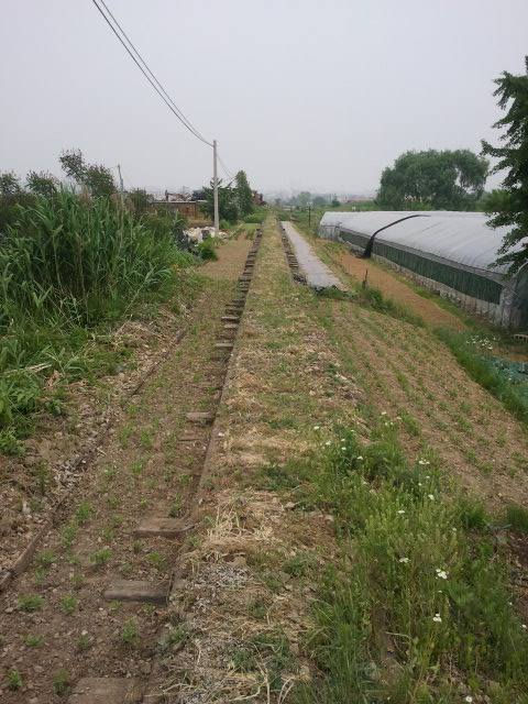 The line runs through agricultural areas, which can be seen quite well here.