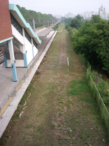 At Handaeap Station (한대앞역) the track bed can still be seen.