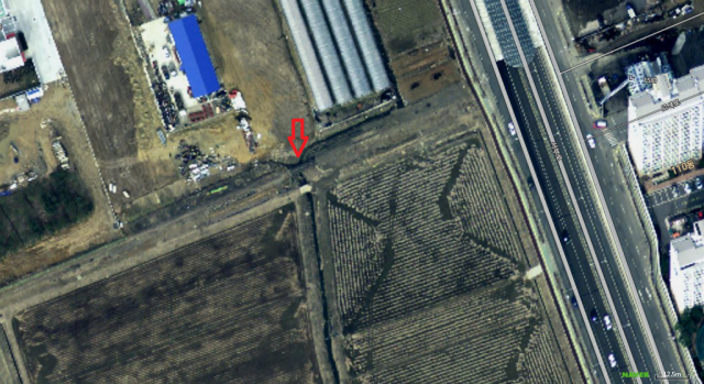 The small bridge is difficult to find on the satellite image, but it is there, at the red arrow.