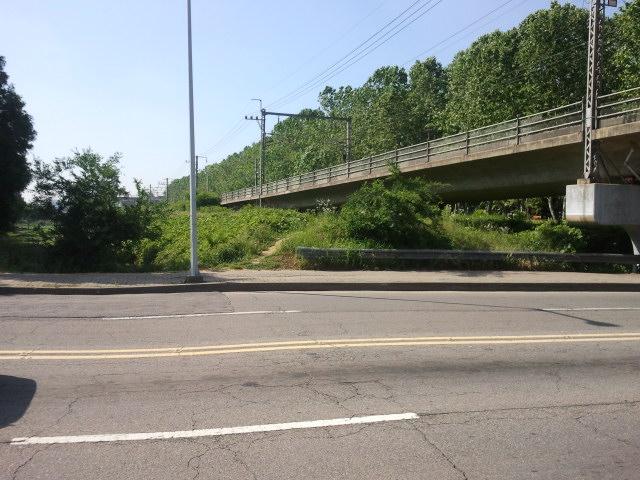 View across Imsi Road (임시도로).