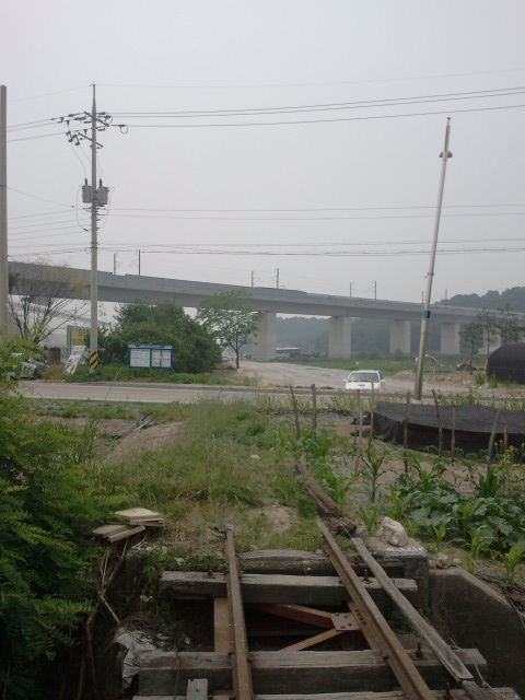 Turn around and you can see the KTX (high speed) line. In May 2011 the tracks were still in situ here, but in 2013 from this point onwards almost all tracks had disappeared.